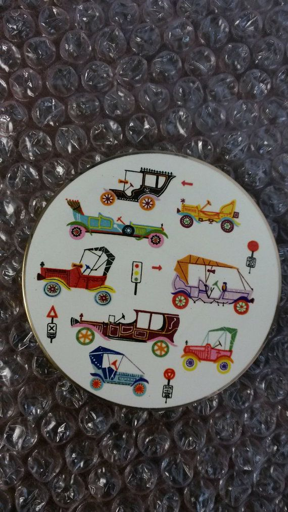 Stratton 'Scone/Regal' Compact with a classic car motif- UNUSED- Circa 1950's-1970's-  DR153