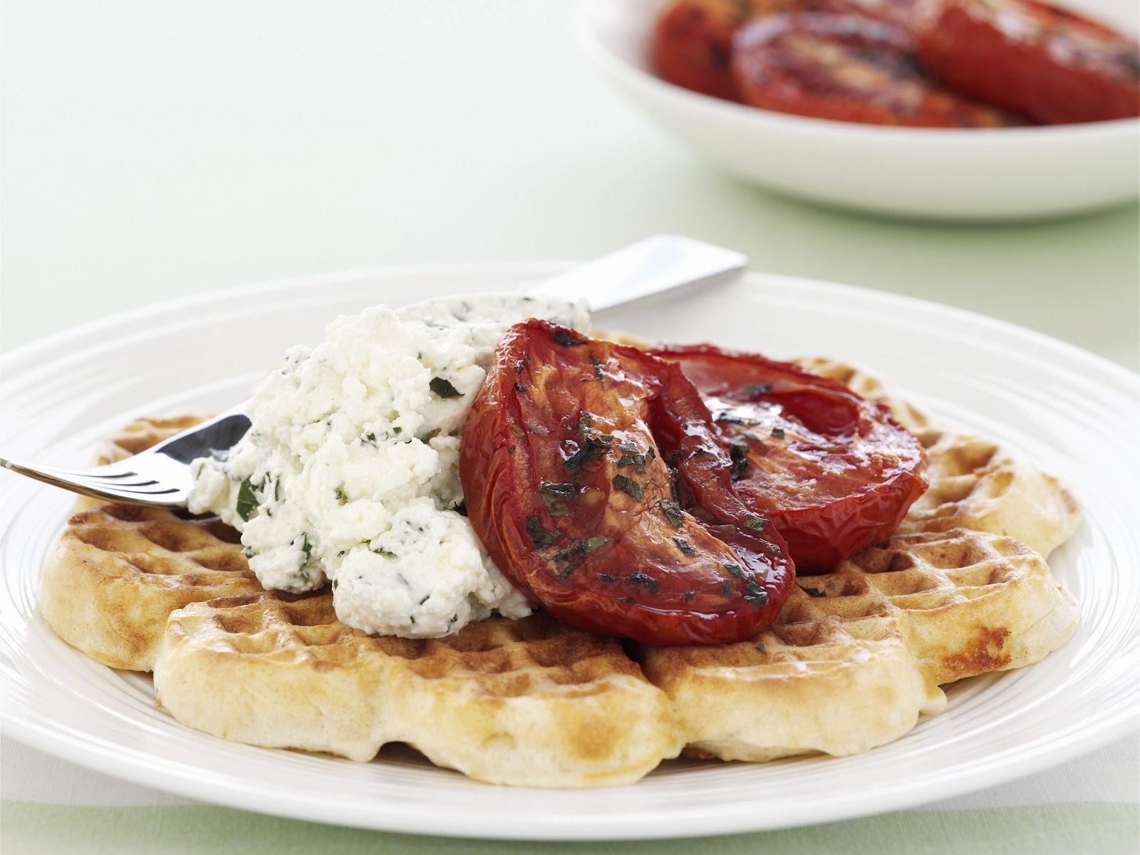 herzhafte waffeln mit frischk se und ofen tomaten rezept waffelb ckerei pinterest. Black Bedroom Furniture Sets. Home Design Ideas