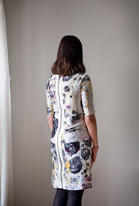 Adding a zipper to a back of too small old dress - great idea