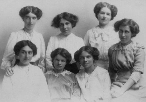 Transitional Edwardian hairstyle   Edwardian Era 1901-1919 ...