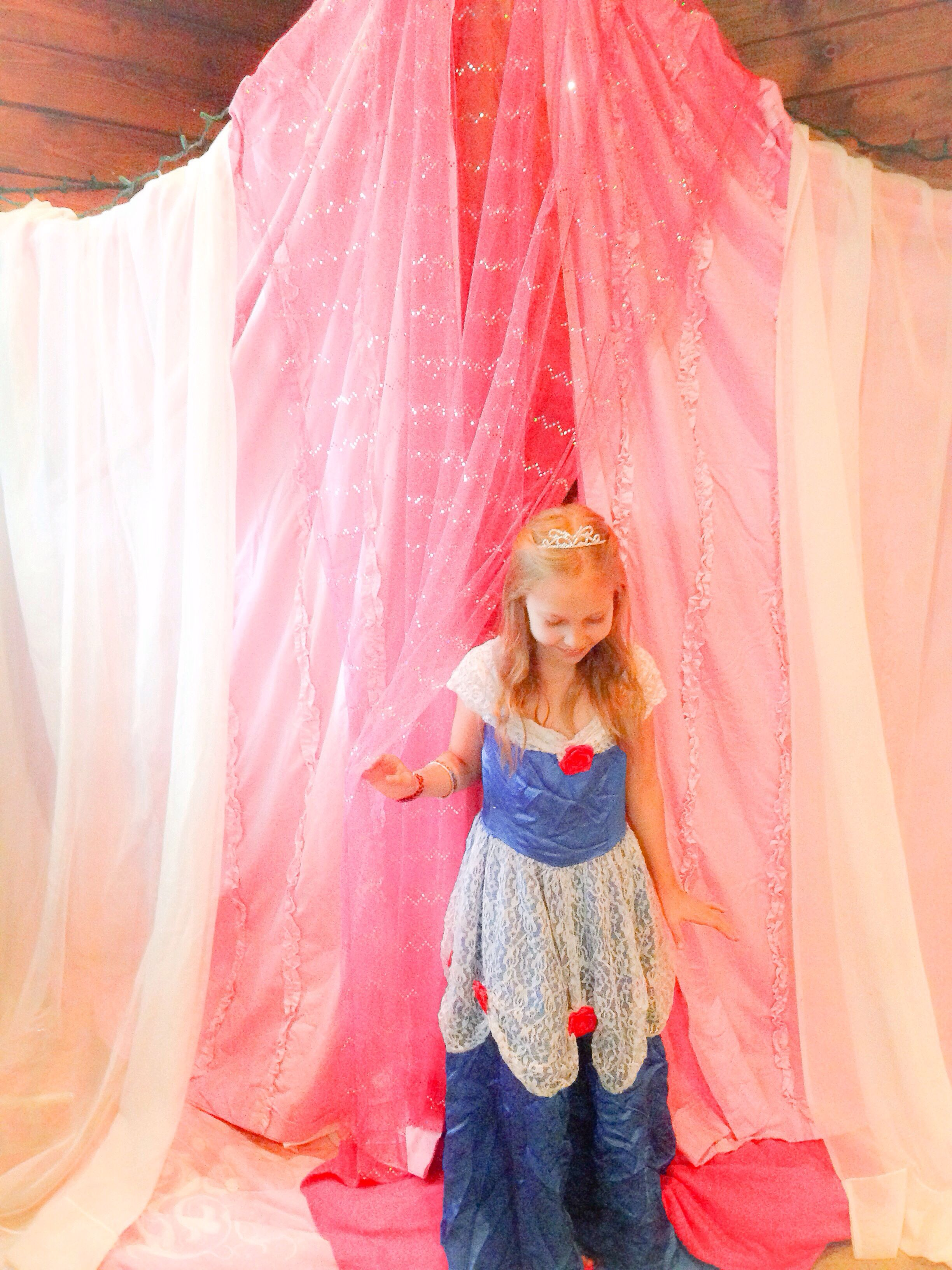 Or sleeping bags clothes pegs optional fairy lights optional - Diy Girls Dreamy Princess Fort Castle I Used Hooks And Xmas Lights To Improvise Strings Then Used Curtains And Sleeping Bags For Fluffy Sleeping Area