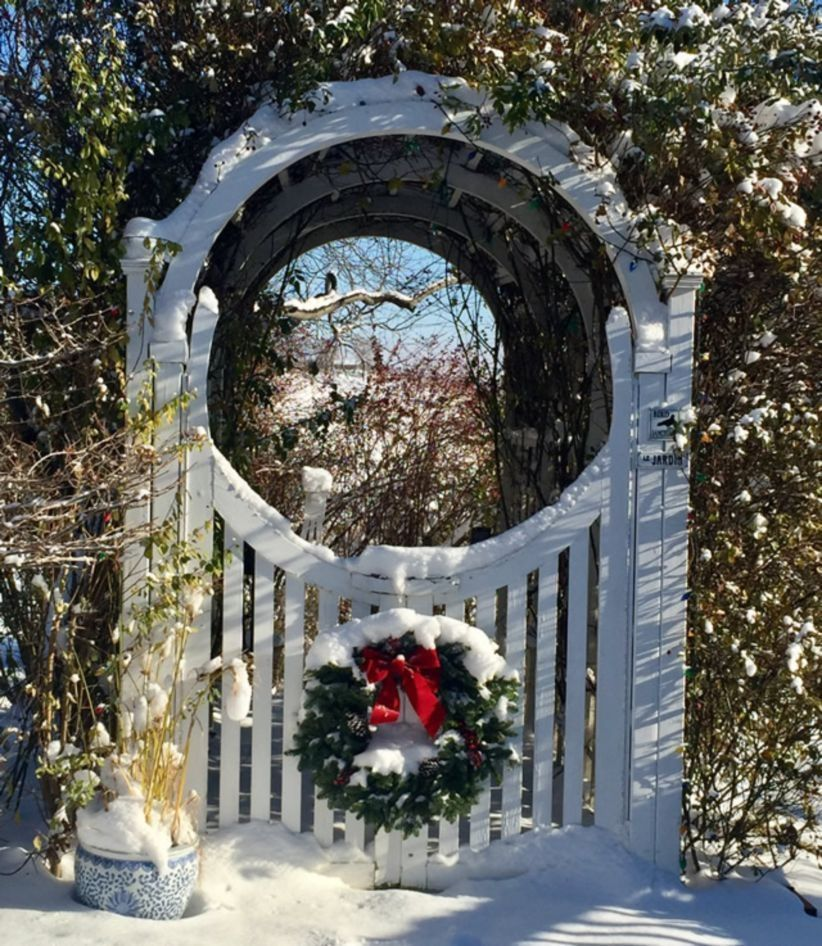 43 christmas decoration ideas to decorate your outdoor gate wartakunet - Christmas Gate Decoration Ideas
