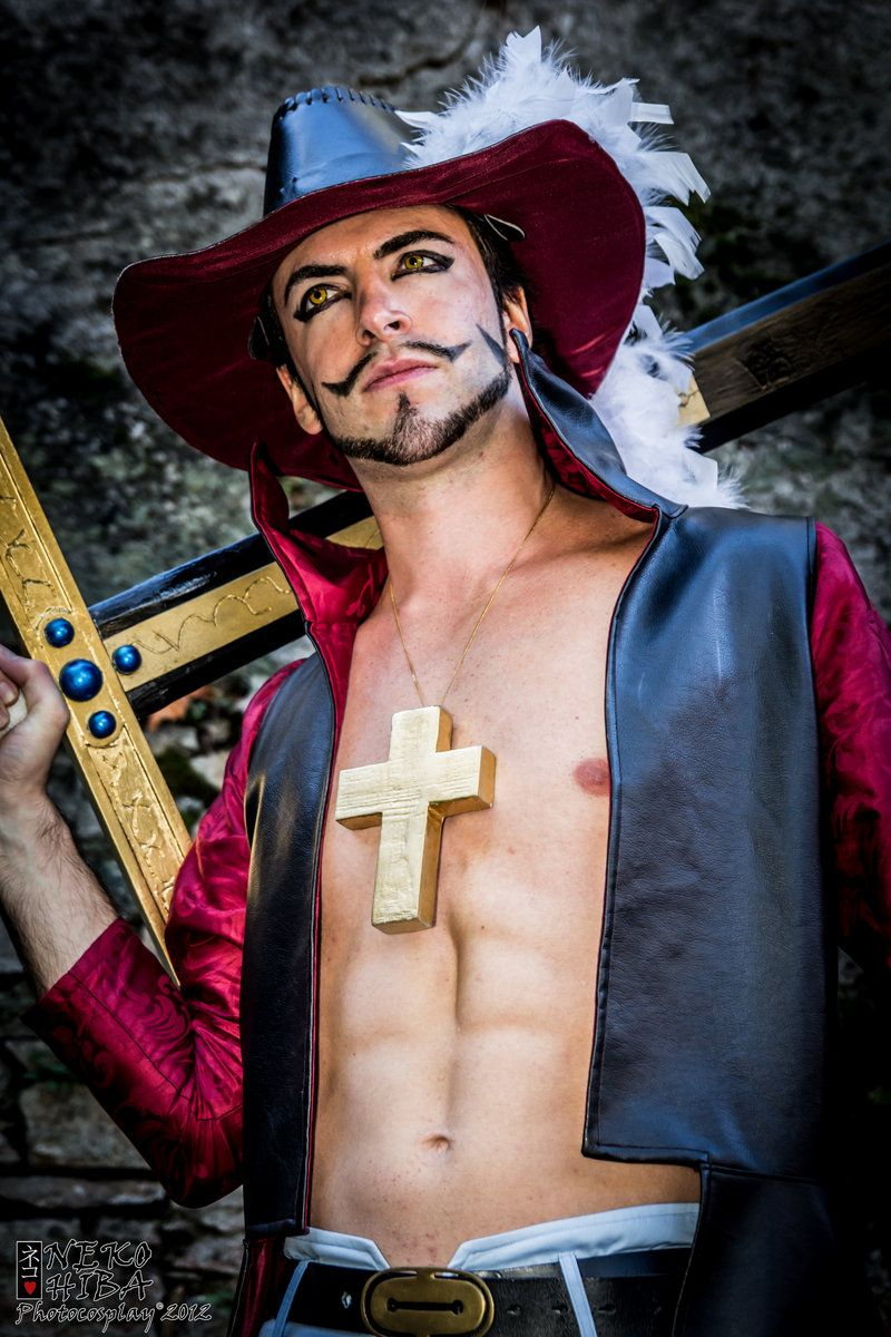 Dracule Mihawk (With images)   One piece cosplay, Best ...