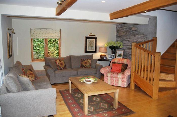 landhausstil wohnzimmer graue sofas akzentwand steinwand casa - wohnzimmer orange grau