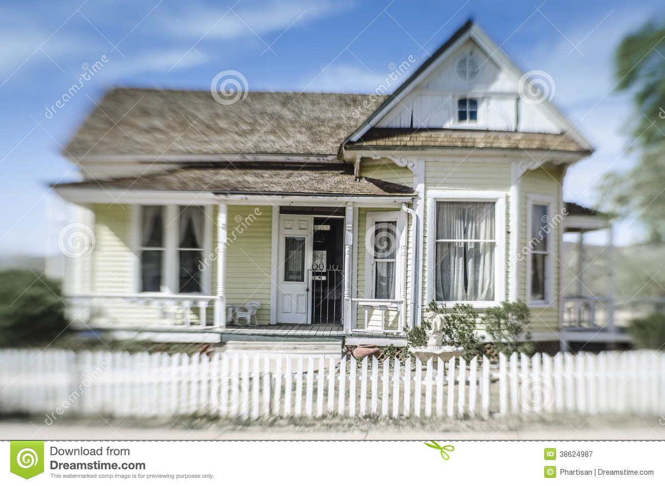 Historic Farm House In Pioneer Village Phoenix Old Farm Houses Victorian Homes Usa House