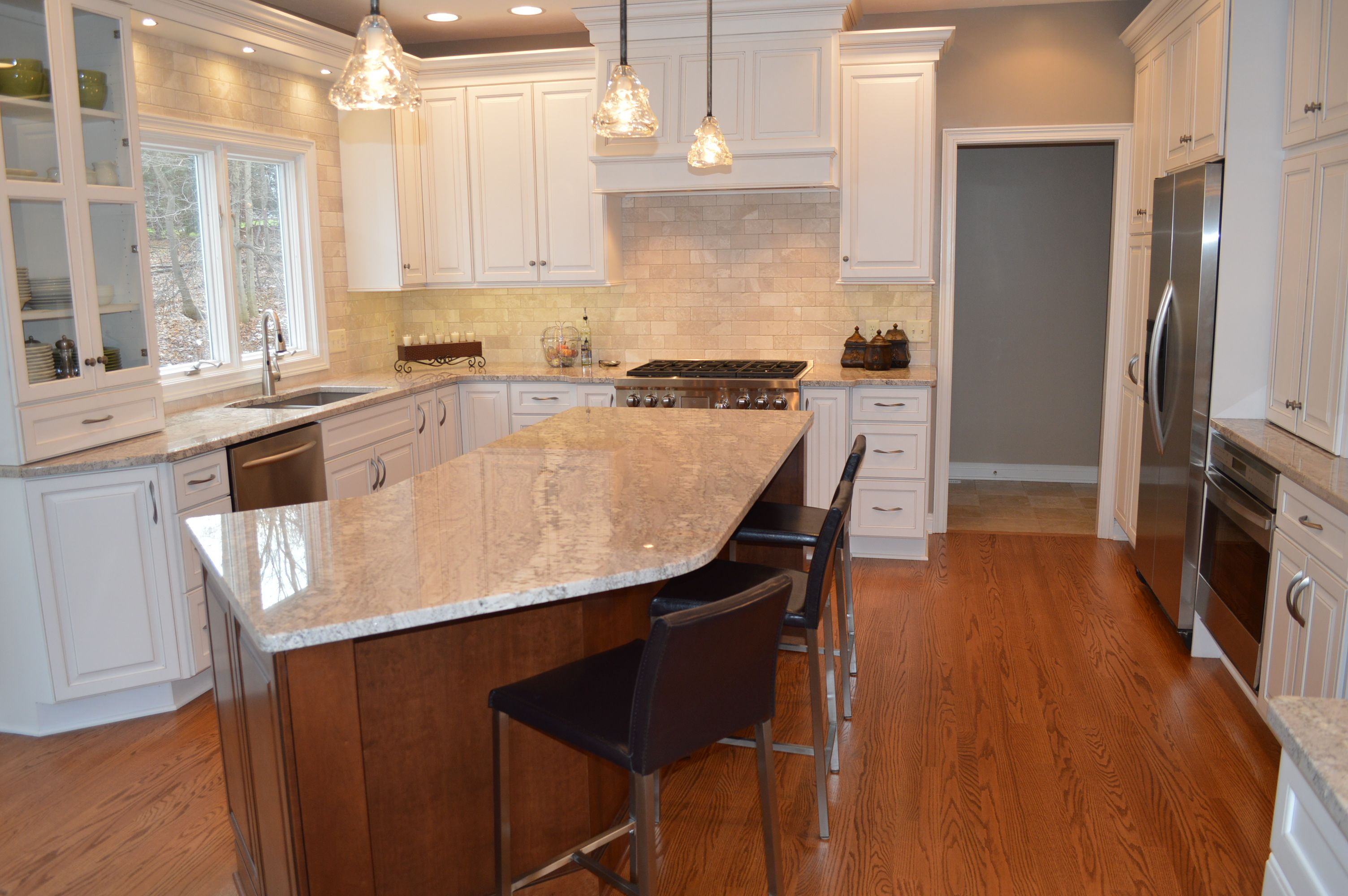 Kitchen Design Wichita Ks A Traditional Kitchen Interior Includes Traditionaltyled Mullions