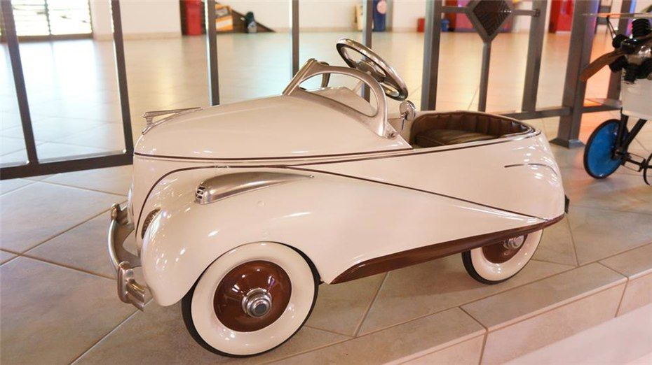 This 1941 Lincoln Zephyr Pedal Car Sold For 11 500 As Part Of