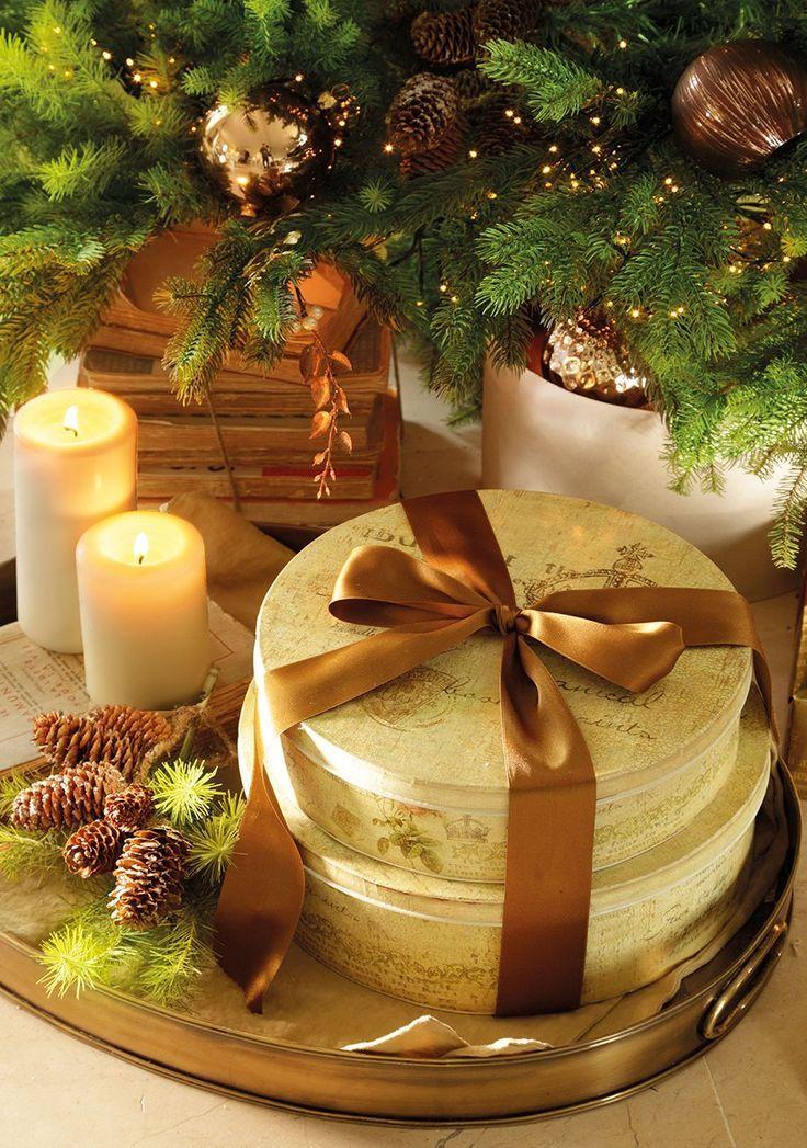 Christmas Decor ~ gold, brown, green, cream Christmas Decor - christmas decor pinterest