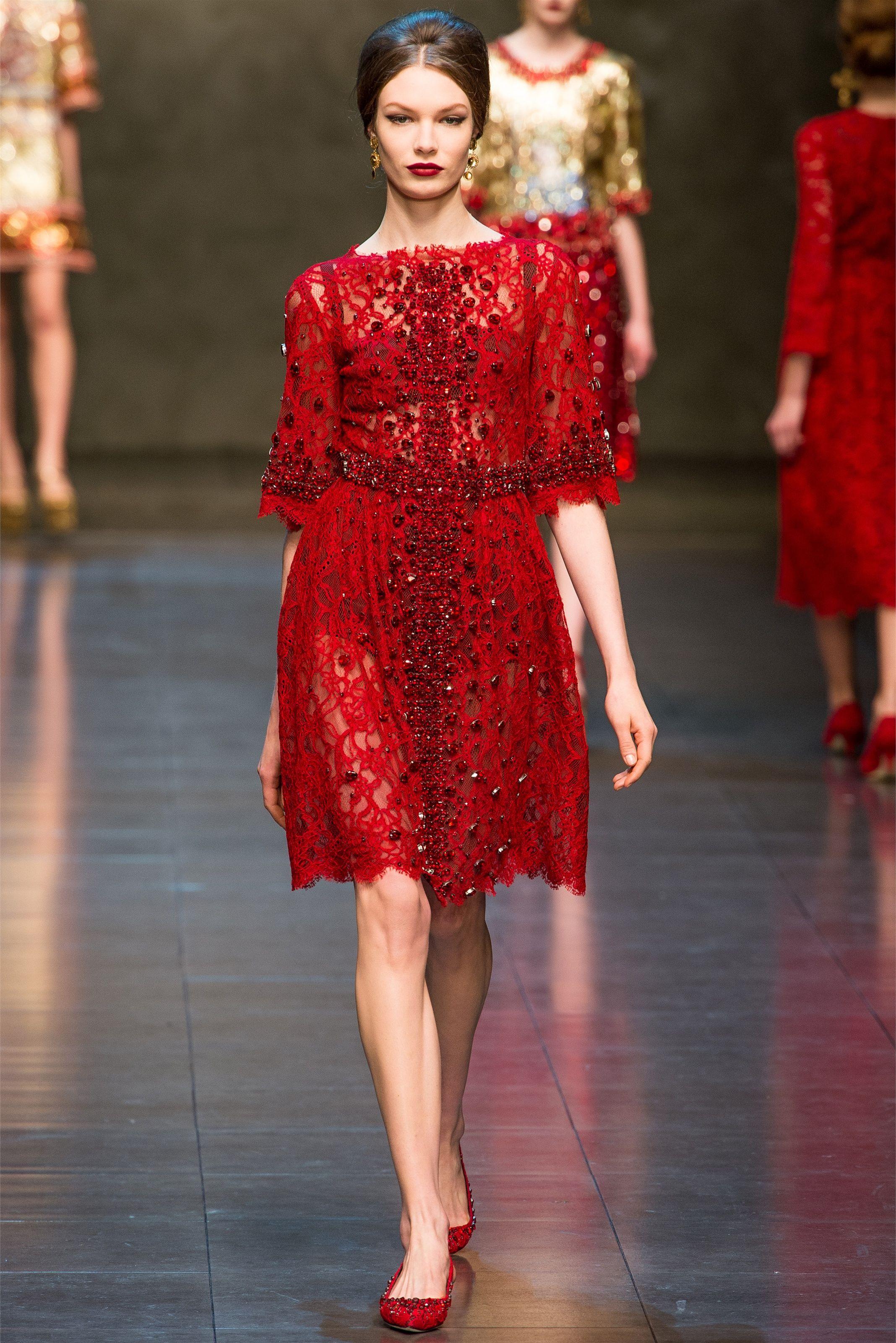 Sfilata Dolce   Gabbana Milano - Collezioni Autunno Inverno 2013-14 - Vogue 7bcc1420786