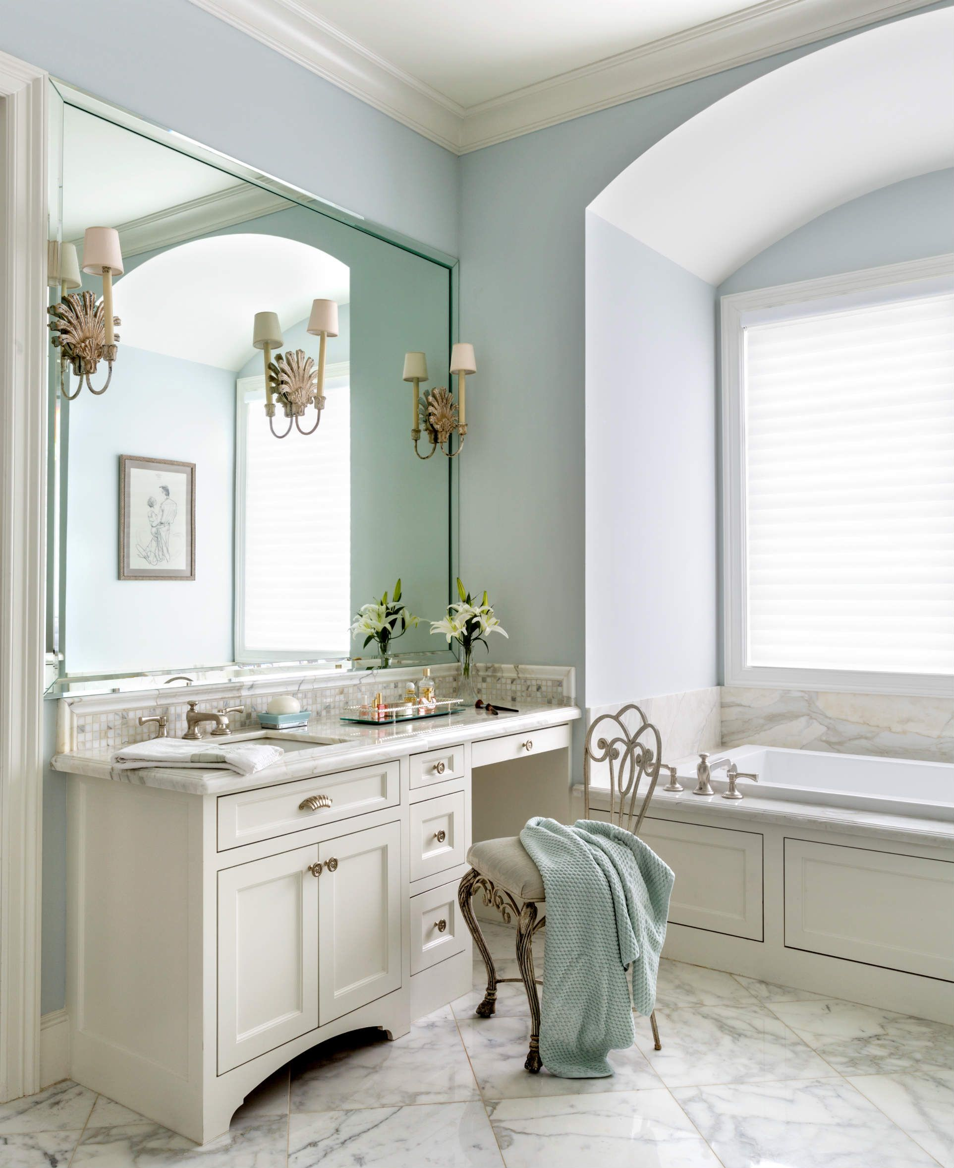 fort worth georgian | southern home magazine | master bathroom