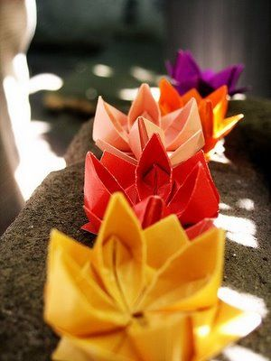 Series of origami flowers on a plain white frosted wedding cake then these origami lotus flowers are for you super cute origami lotus these are actually really easy once you get a hold on the technique mightylinksfo