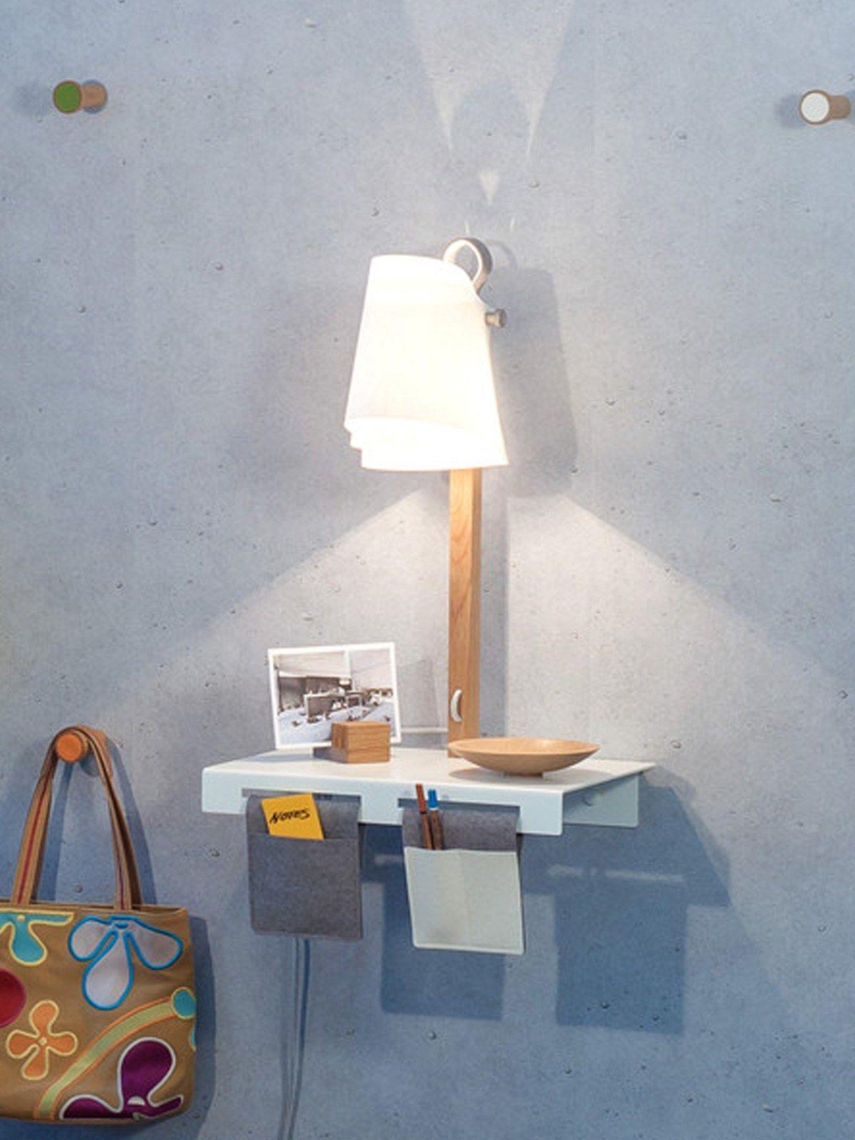 Wandlampe mit Regal Domus Licht nachhaltiges Design aus Deutschland hängt an der Schlaufe oder steht auf dem Regal Dank Magnet an der Unterseite steht