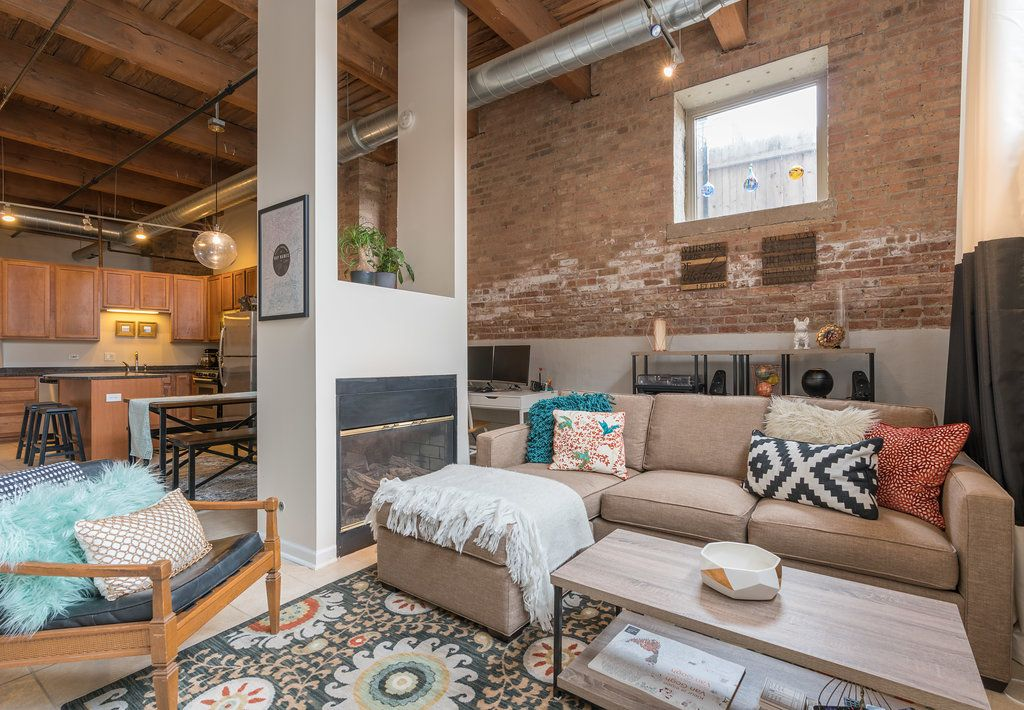 A Rustic Loft In West Loop Chicago With Exposed Brick Open Fireplace Exposed Wooden Beams Exposed Duct Work Wood Rustic Loft Dallas House Chicago Apartment