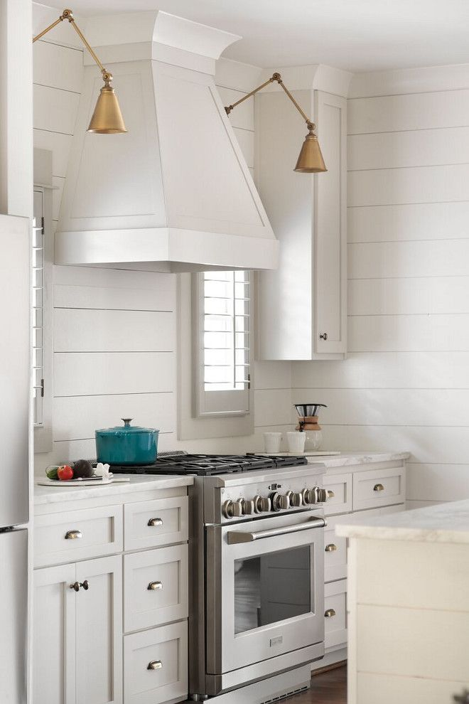 Shiplap kitchen White kitchen with shiplap backsplash