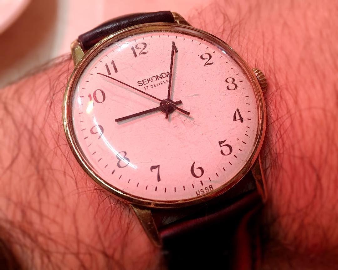Uno de mis favoritos: un #reloj hecho en la antigua #URSS en la década de los 50 en la segunda fábrica de relojes después de la II Guerra Mundial. #Sekonda significa 'Victoria' en honor a la batalla de Stalingrado. Es súper preciso manual claro sobrio y elegante. #watches #relojes #clock #vintage