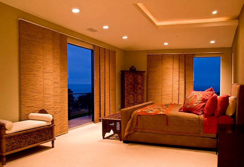 Lighting and window blinds for the Asian inspired bedroom Voor meer slaapkamer inspiratie kijk ook eens op http://www.wonenonline.nl/slaapkamers/