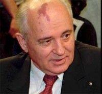 Michail Gorbatsjov heeft een wijnvlek op z'n hoofd. Dat maakt hem herkenbaar