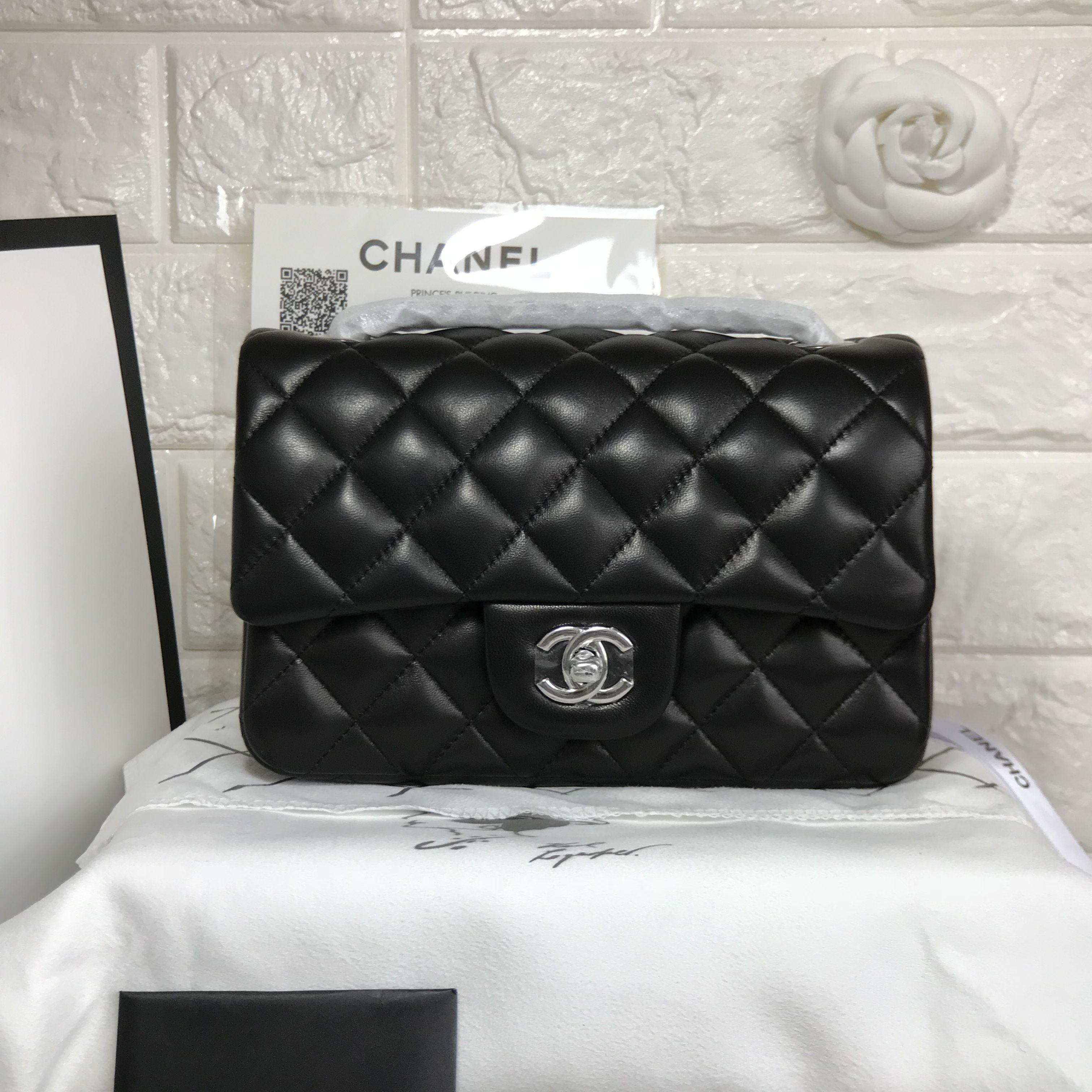a7b09b77bd3c Chanel woman chain flap bag small CF 20cm original leather version ...
