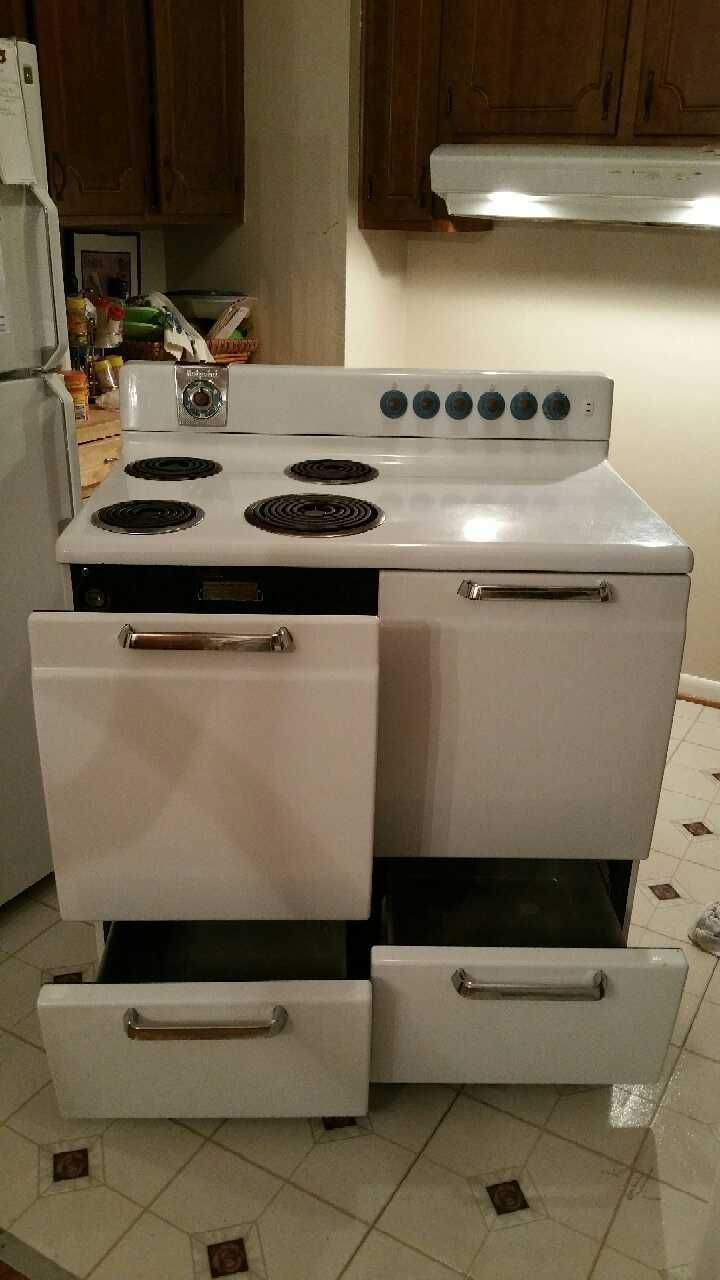 1950's Hotpoint Electric oven. It has 1 oven with 2