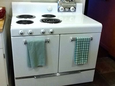 Vintage frigidaire electric range looks like my grandma 39 s for What is the bottom drawer of an oven for