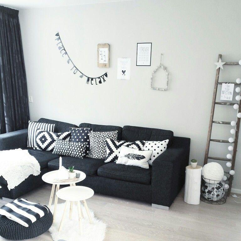 Bank, zwart, wit, kussens, hout, letterbanner - Huis   Pinterest ...
