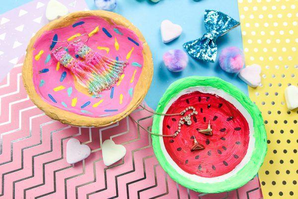 Photo of DIY Party Girlande aus Seidenpapier selber machen + Schreibtisch-Makeover – Madmoisell DIY Blog über Deko, Mode und Wohnen