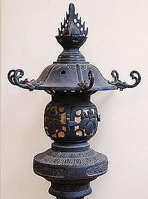Japanese temple lantern antique japanese bronze buddhist for Japanische wohnungseinrichtung