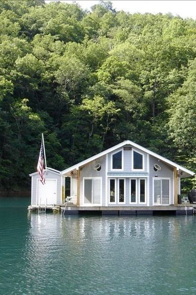 Travel | North Carolina | Floating Cabin | Unique | Accommodations | Places To Stay | Adventure | Overnight | Bed & Breakfast | Summer
