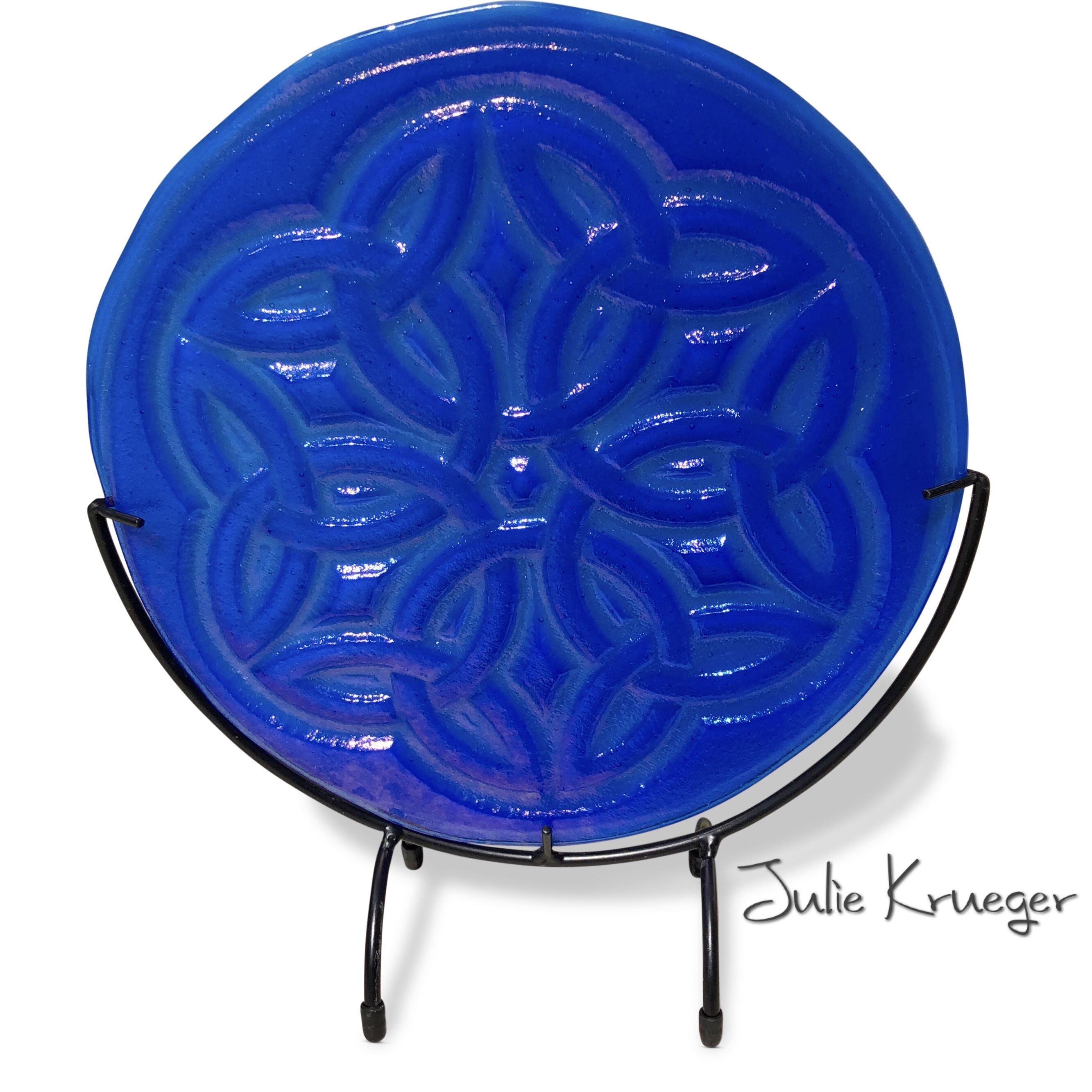 Celtic knot in blue | Saucer chairs, Decorative plates, Celtic