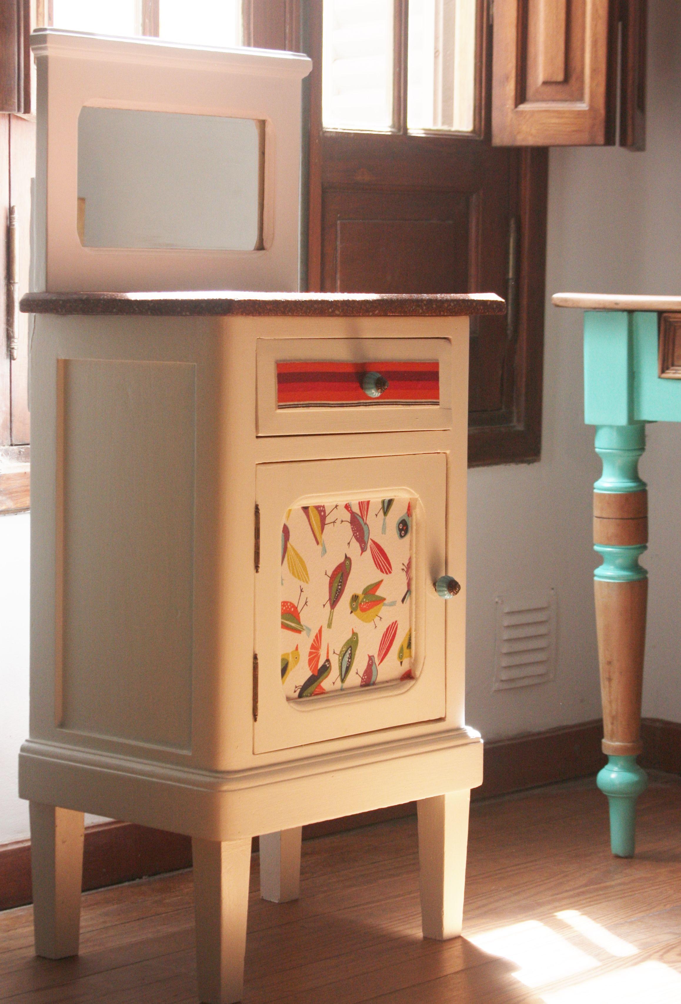 Vade Retro. Restauración de muebles. Muebles pintados. Muebles intervenidos. Antes y después. Mesita de luz entelada. Mesita de luz reciclada.
