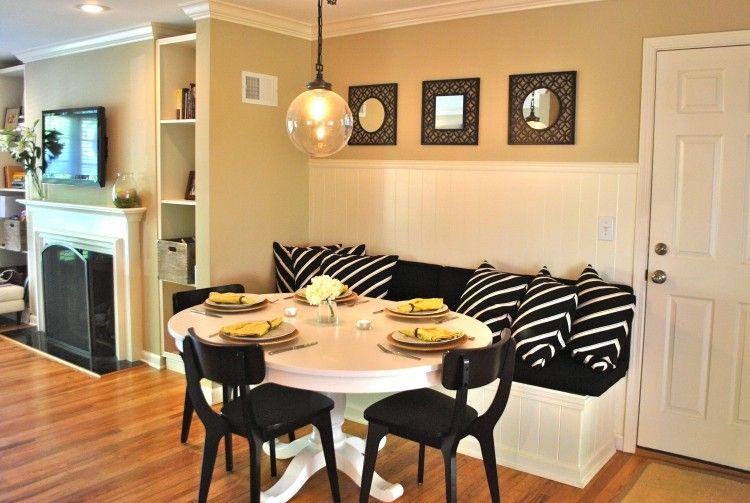 banquette cuisine en bois blanc, galettes noires et coussins à motif zèbre noir et blanc