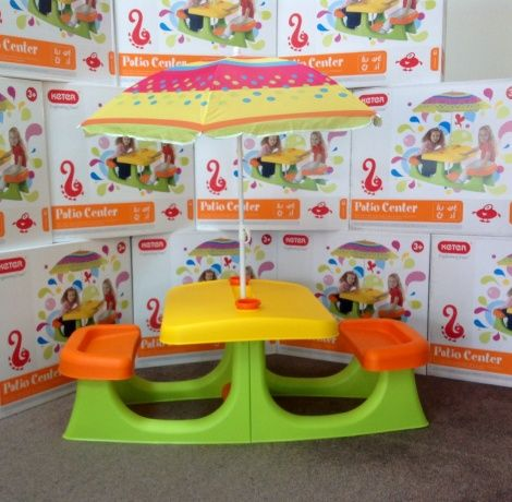 Colourful picnic table can be used indoor or outdoor with or without the umbrella it includes two cups and a storage pocket - from GR8FORU - http://www.kidspot.co.nz/christmas/article+8268+522+Easy-online-Christmas-gifts-for-preschoolers.htm