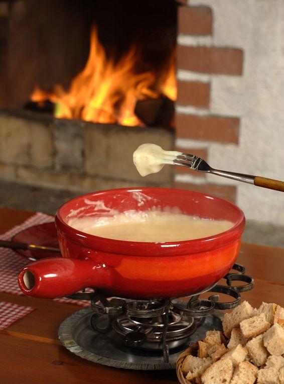der begriff fondue kommt vom franz sischen fondre und bedeutet schmelzen zergehen lassen e. Black Bedroom Furniture Sets. Home Design Ideas
