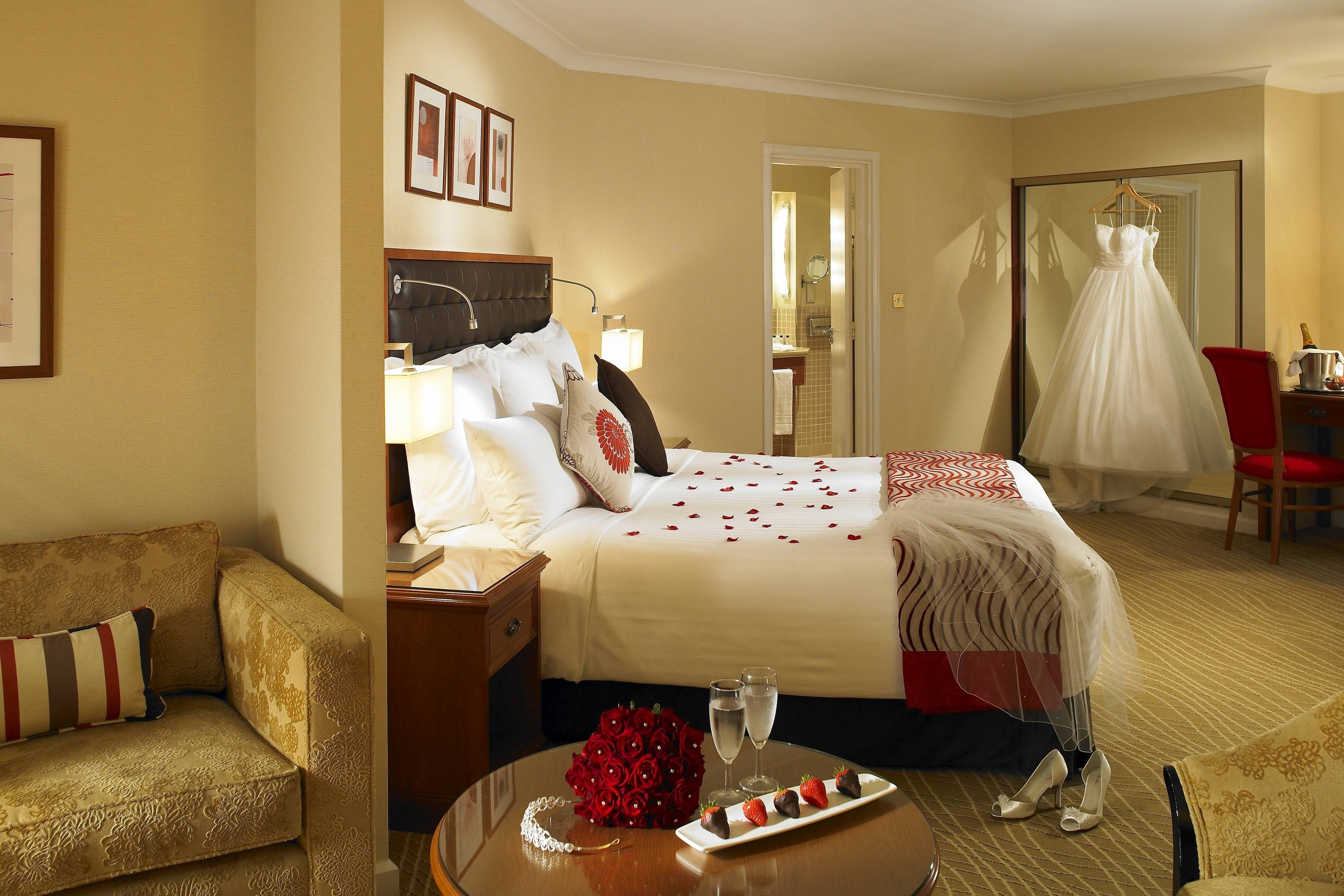 Waltham Abbey Marriott Hotel Junior Suite Holiday Travel Relax Marriott Hotels Hotel Hotel Wedding Venues