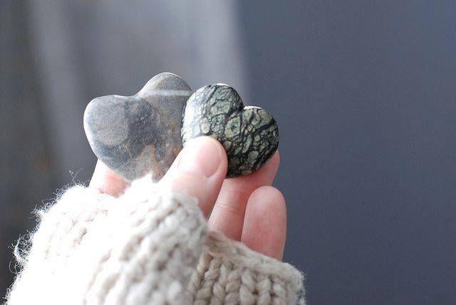 ATITUDES... são elas que demonstram o que sente o coração... Transforme o que sente em verdadeiras ações!!   * Maria Helena Ambrosio *