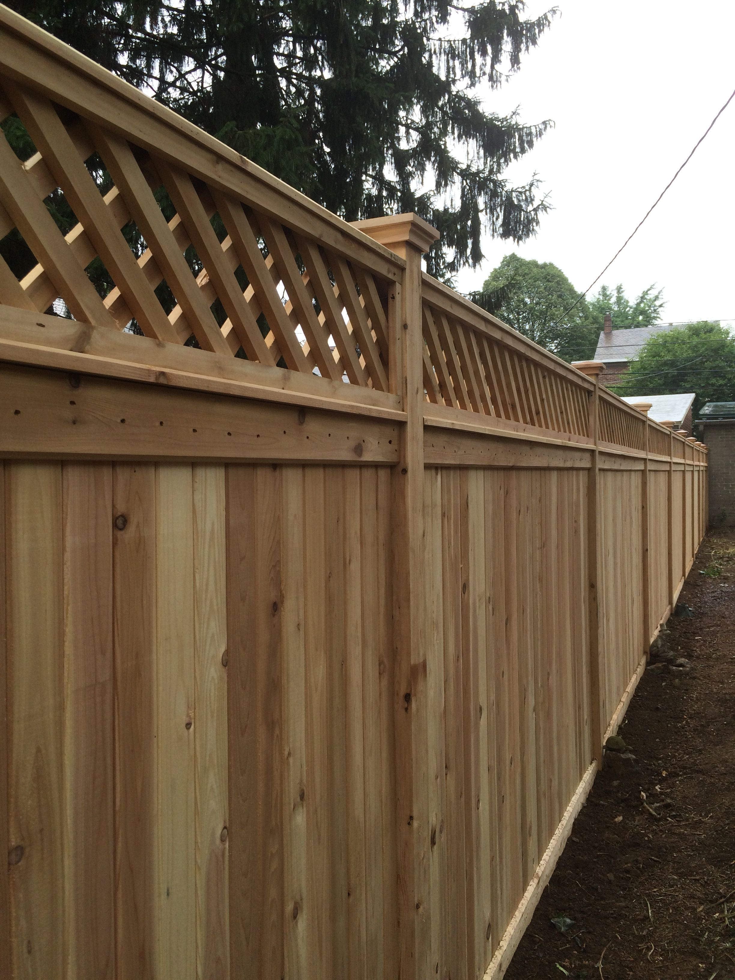 Red Cedar Privacy Fence With A Diagonal Lattice Topper Fence Design Privacy Fence Designs Good Neighbor Fence