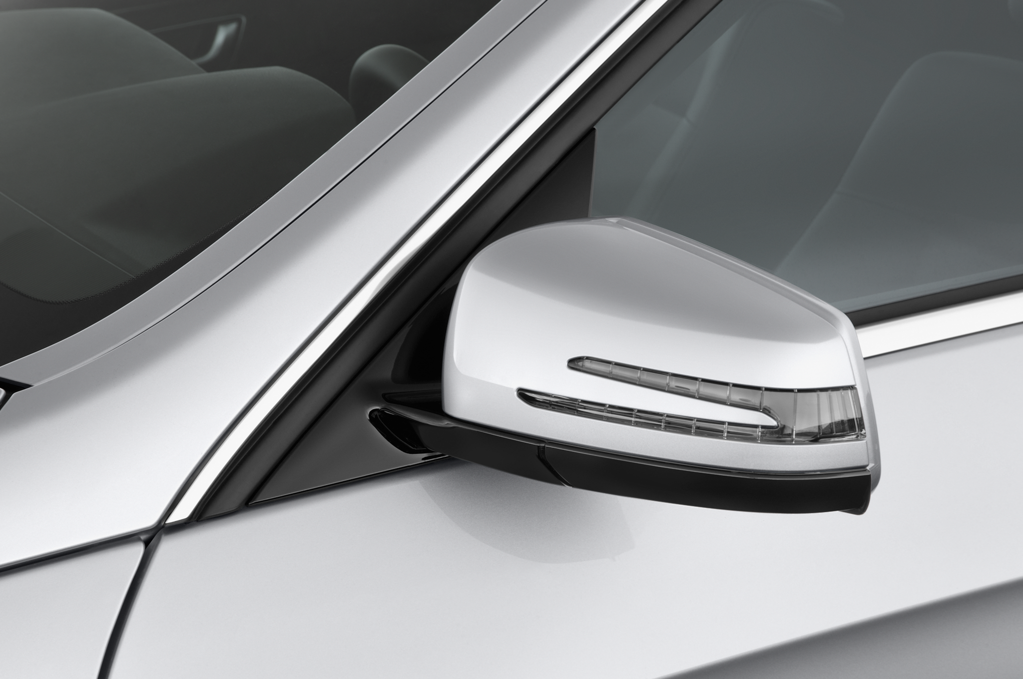 Mercedes-Benz E-Class: Adjusting the exterior mirrors