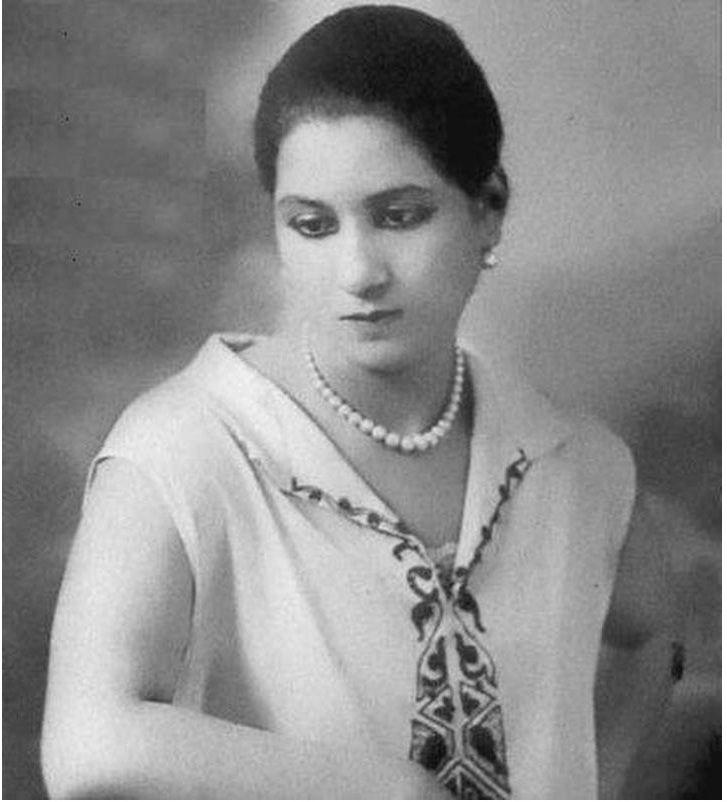 صوره جميله جدا لسيده الغناء العربي كوكب الشرق السيده ام كلثوم في صباها Egyptian Movies Egypt History Old Egypt