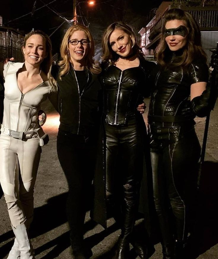 The Canaries Aka The Birds Of Prey With Images Supergirl And Flash Black Canary Arrow Cw