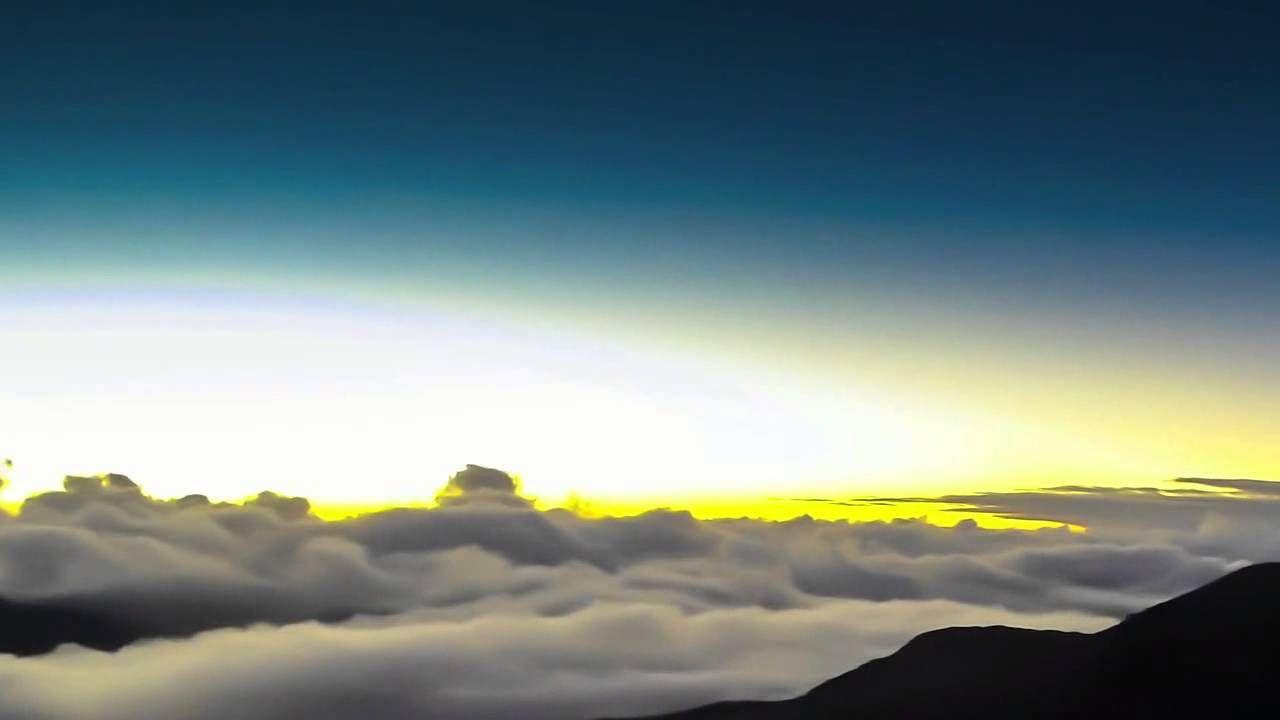 Красивые облака на восходе и закате солнца.