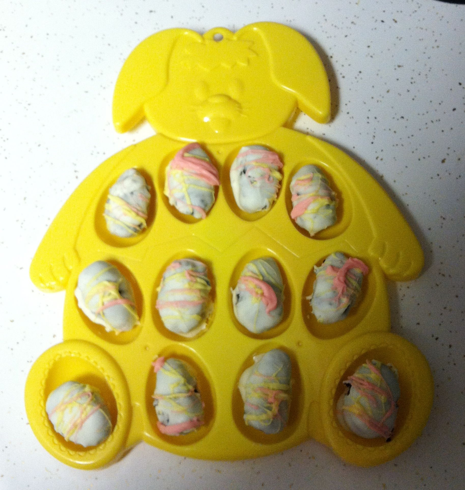 Oreo balls made into Oreo eggs for Easter! Click picture for recipe.