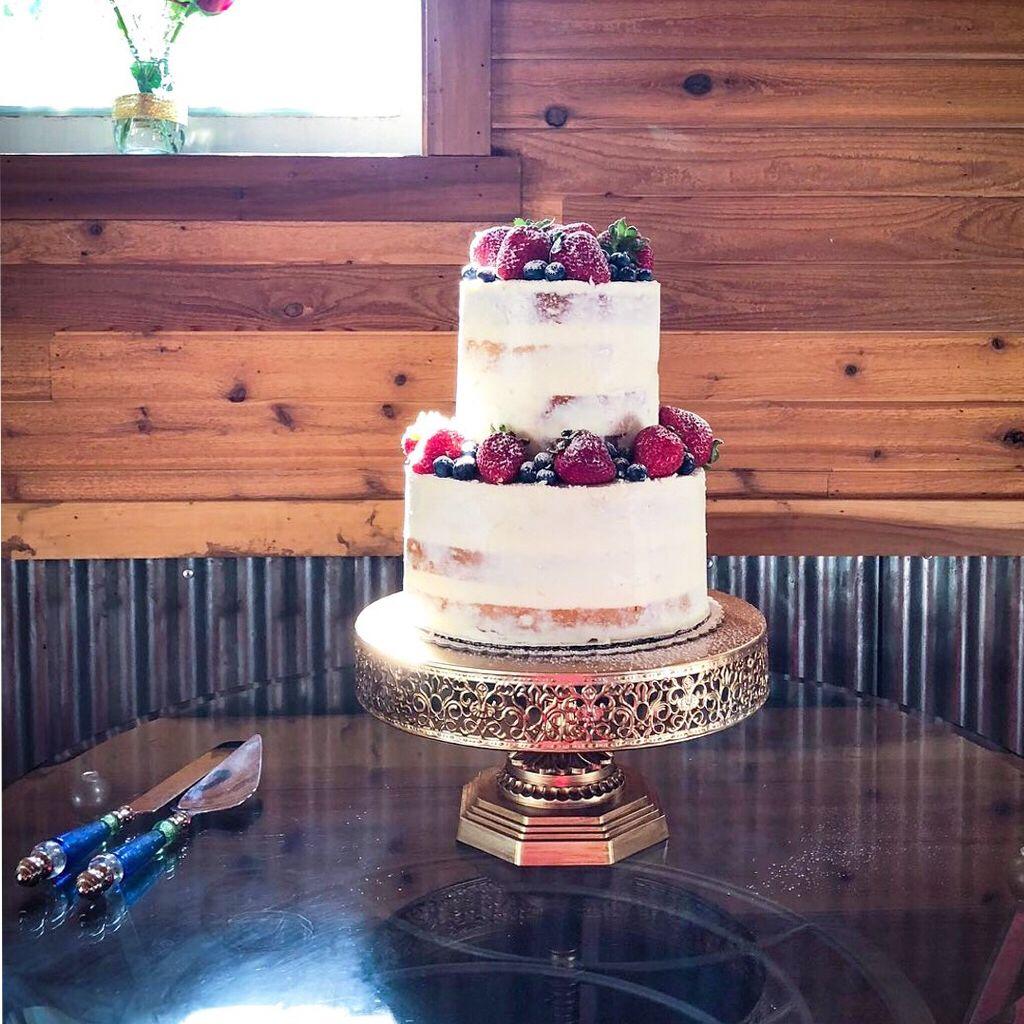 12 Inch Vintage Round Metal Wedding Cake Stand Gold Metal Wedding Cake Stands Strawberry Wedding Cakes Wedding Cake Stand Gold