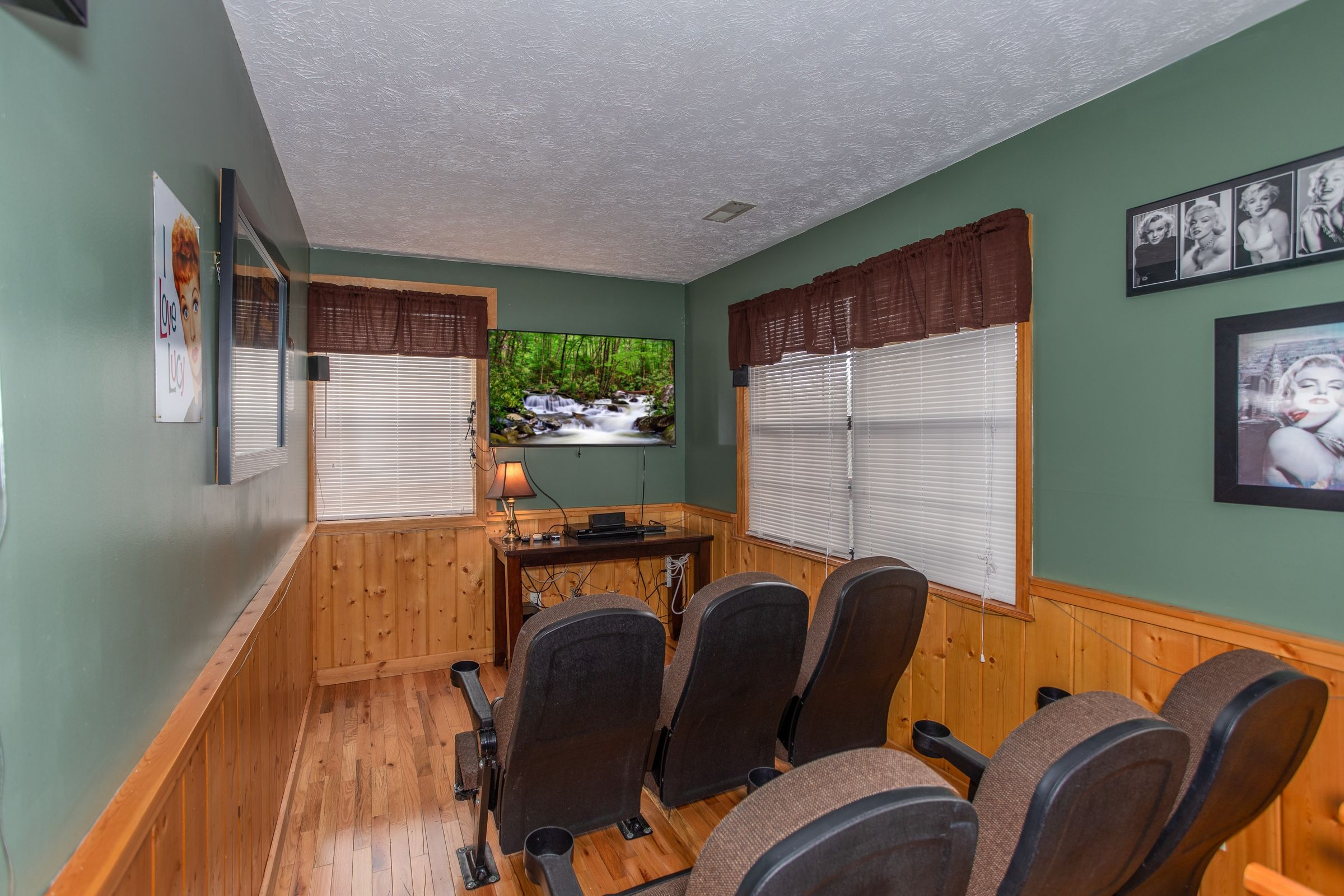 Burrow Inn - Deluxe 4 Bedroom Pigeon Forge Cabin Rental in