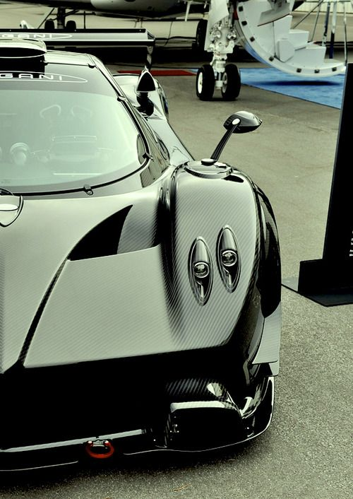 Pagani Zonda R, Full Carbon Fiber Body, Makes Me Drool Looking At This Car  :)