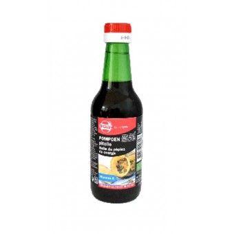Nieuw! TerraSana Pompoenpitolie Koudgeperst RAW 250ml  Rijk aan vitamine E De biologische pompoenpitolie wordt koudgeperst uit ongeroosterde pompoenpitten en heeft een diepgroene kleur. Verder heeft de olie een nootachtige smaak en is het rijk aan vitamine E; wat een bijdrage levert als antioxidant. De olie wordt het best onverhit gebruikt zodat de smaak en de voedingswaarden behouden blijven. Wat natuurlijk perfect past in een Raw food dieet.