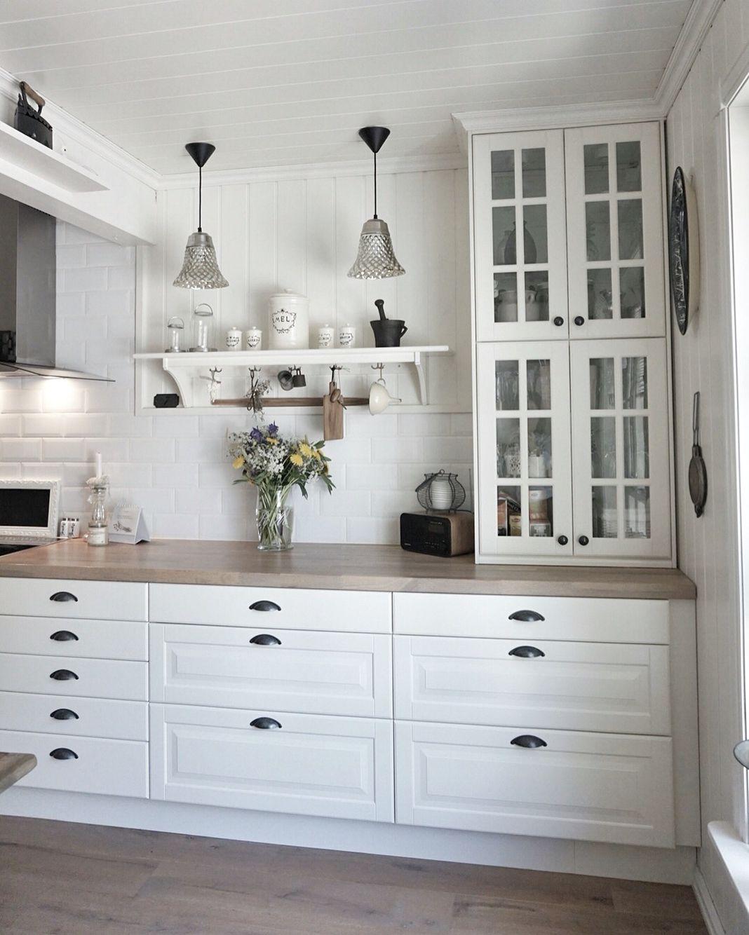 Küchenideen bauernhaus vitrinehängeschränke stapeln ikea kitchen  behindabluedoor