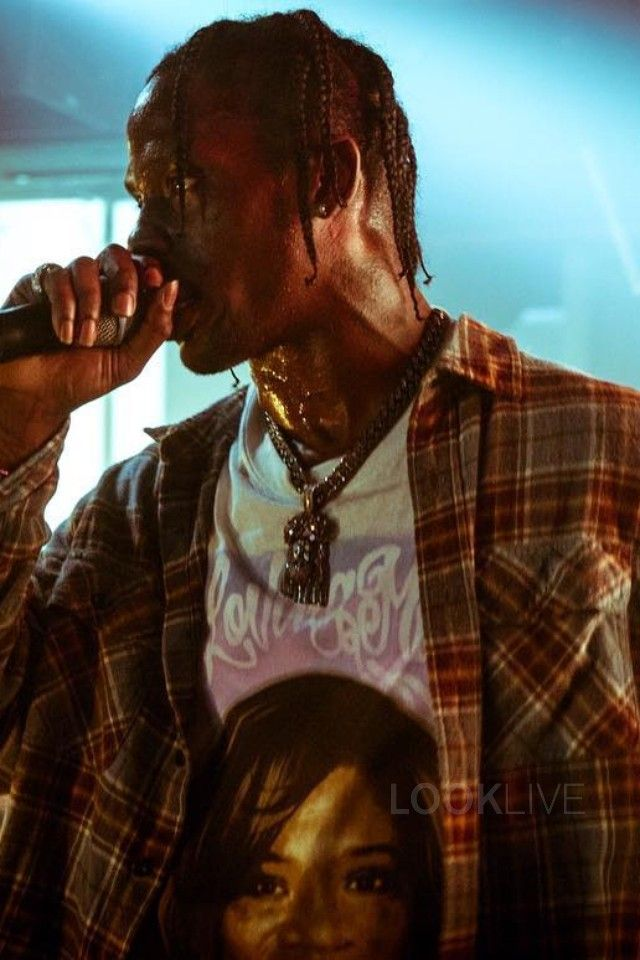 Travis Scott Turns Up On Stage On Looklive Travis Scott Travis Scott Fashion Travis Scott Wallpapers