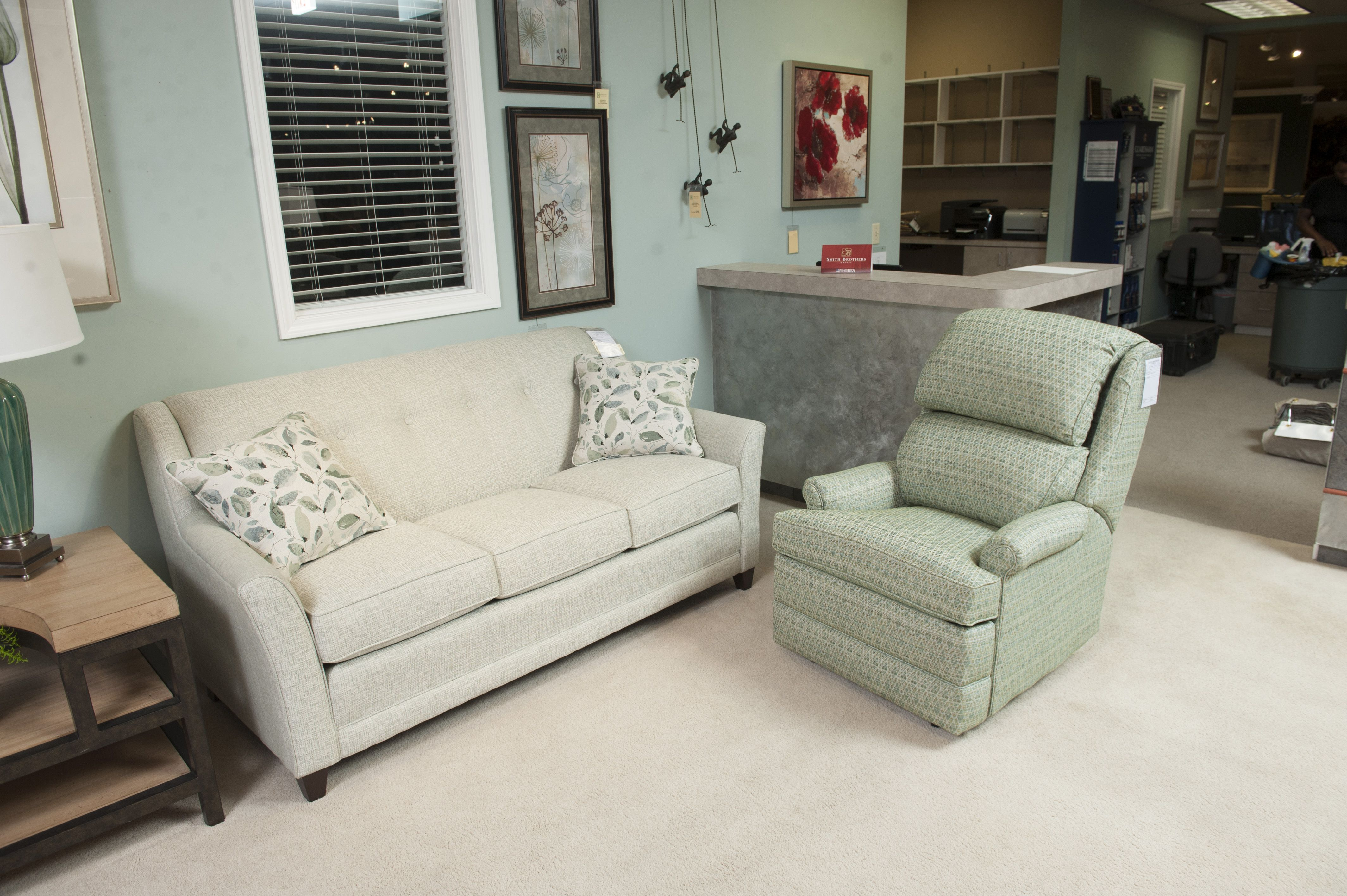 Smith Brothers Of Berne 236 Sofa 707 Recliner