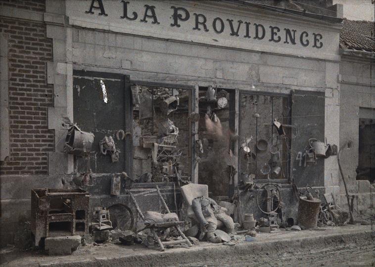 Devanture du magasin a la providence bucy le long apr s - Boutique des musees nationaux ...