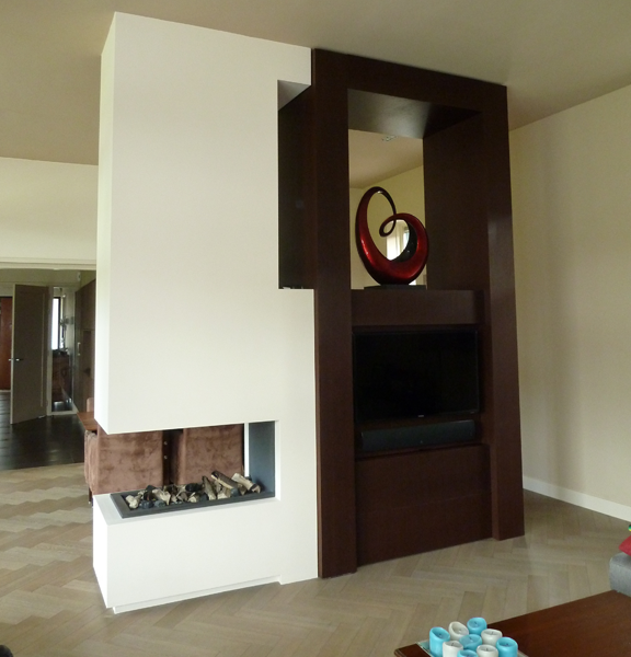Driezijdige haard met TV-meubel